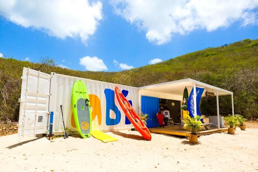 Abi-Beach-Bar-paddleboard