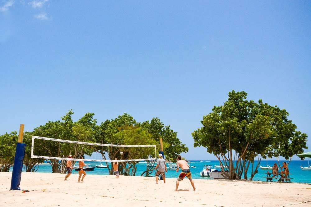 Abi-Beach-Bar-volleyball