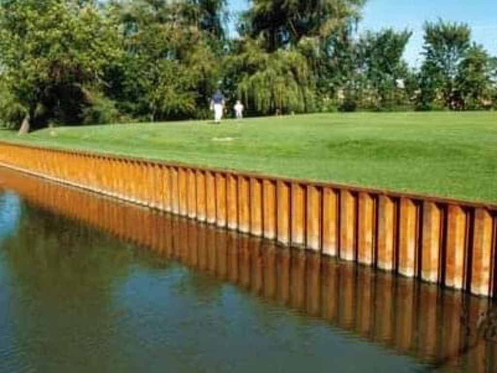 steel lake wall installation_Big Foot Country Club-1_Fontana, WI